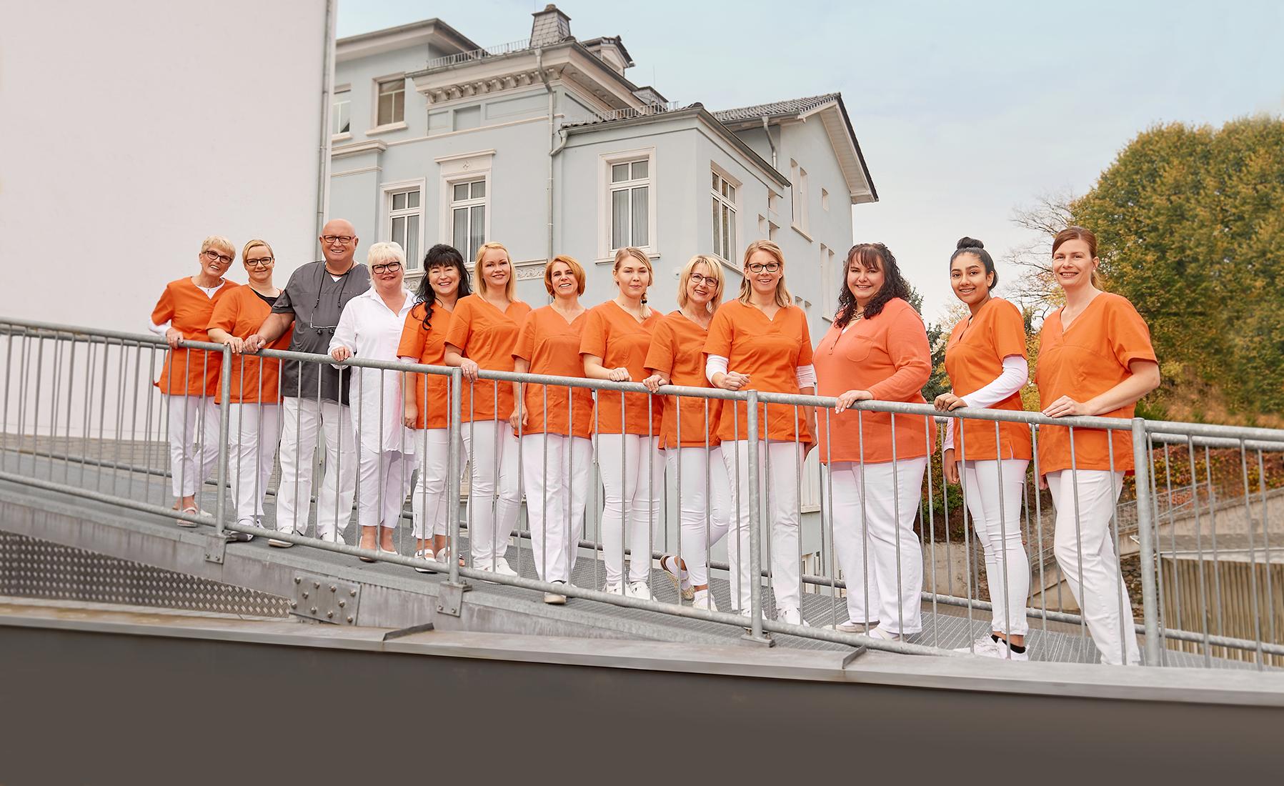 Corporate Portraitfoto Team Zahn Docs Diez