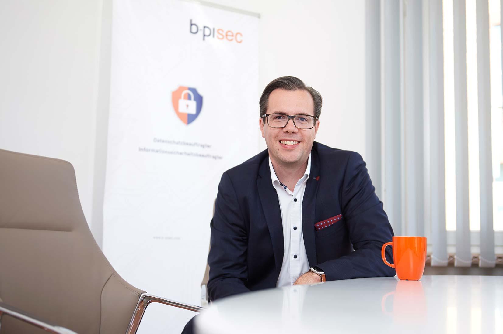Corporate Portraitfoto Geschäftsführung b-pisec GmbH in Limburg