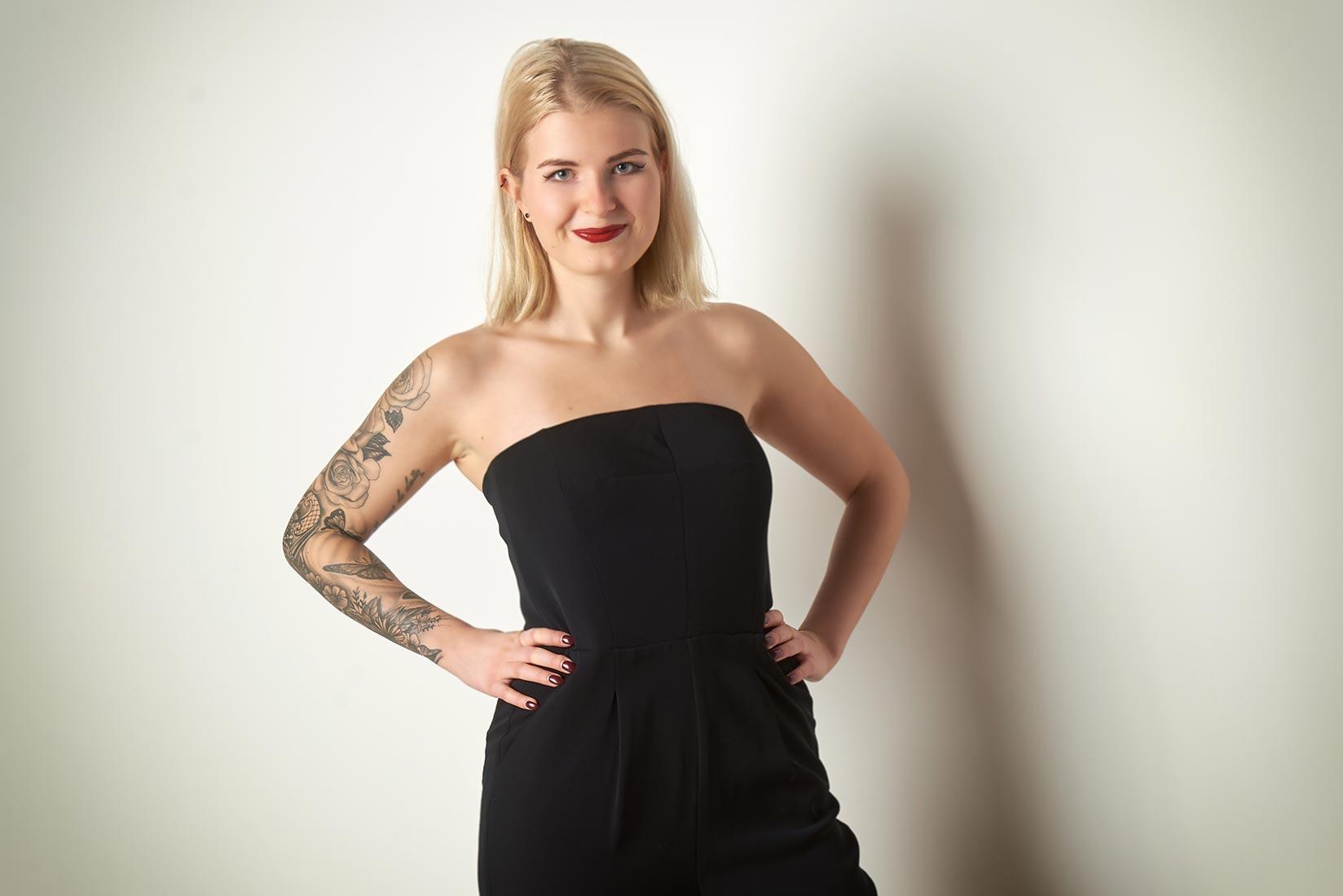 Portraitfotos – Frau mit Tattoo