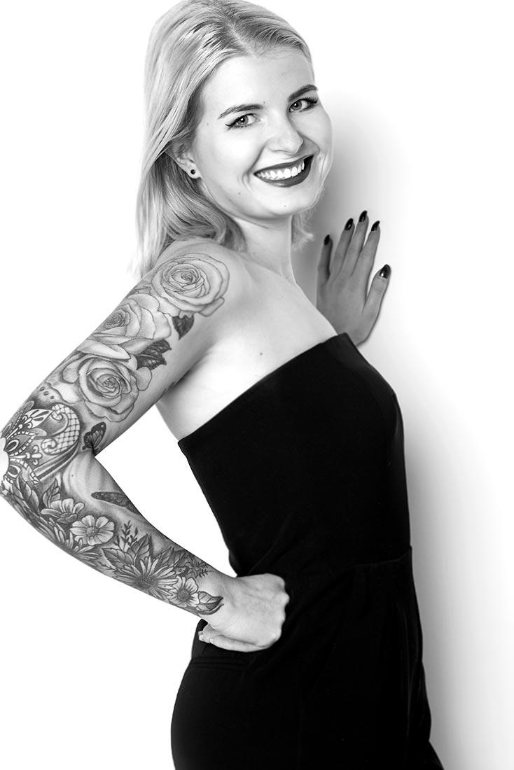 Portraitfotos – Frau mit Tattoo, SW