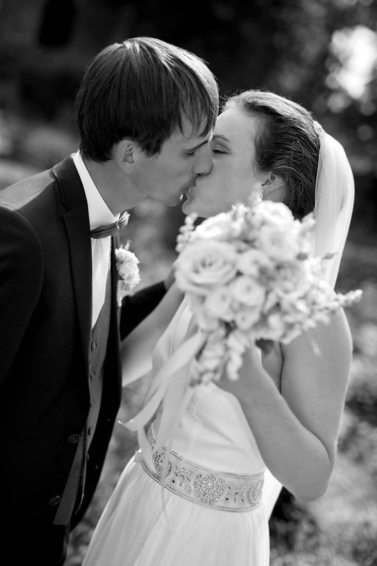 Brautpaar in schwarz-weiß – Hochzeitsfotos Koblenz