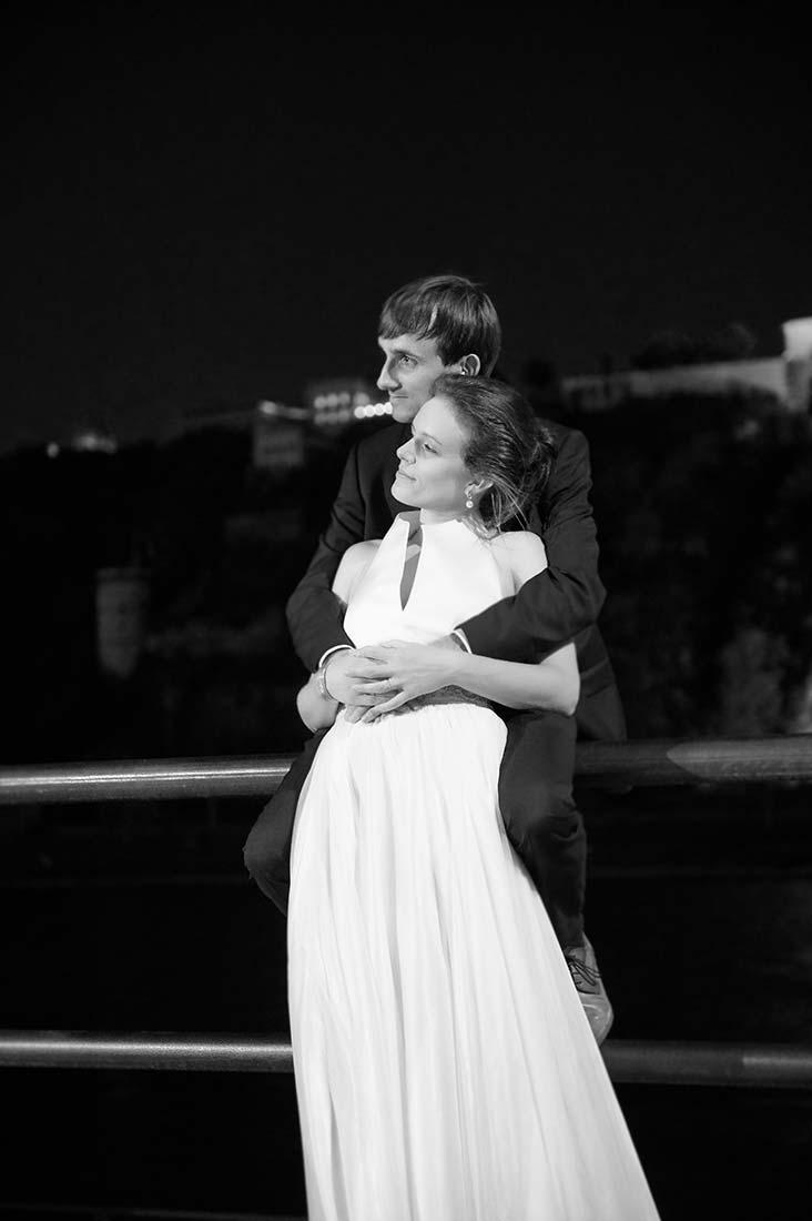 Brautpaar vor Ehrenbreitstein schwarz-weiß – Hochzeitsfotos Koblenz