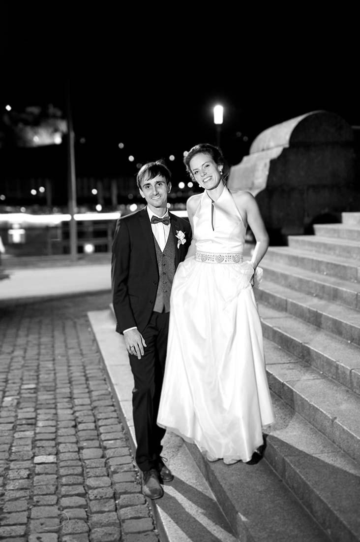Brautpaar am Deutschen Eck, schwarz-weiß – Hochzeitsfoto Koblenz