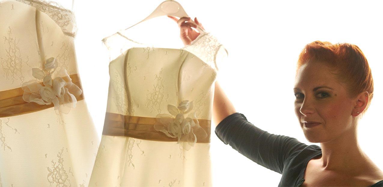 Braut mit Hochzeitskleid – Hochzeitsreportage Get-Ready