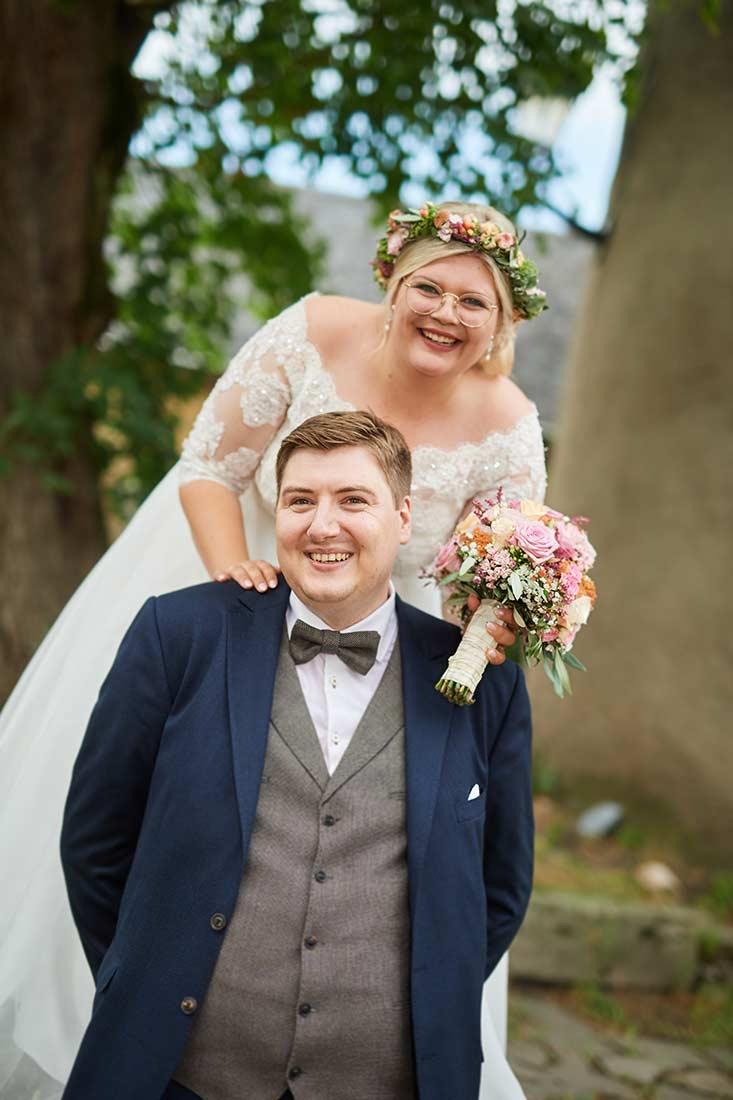 Brautpaar im Abteipark Rommersdorf– Hochzeitsfoto Neuwied