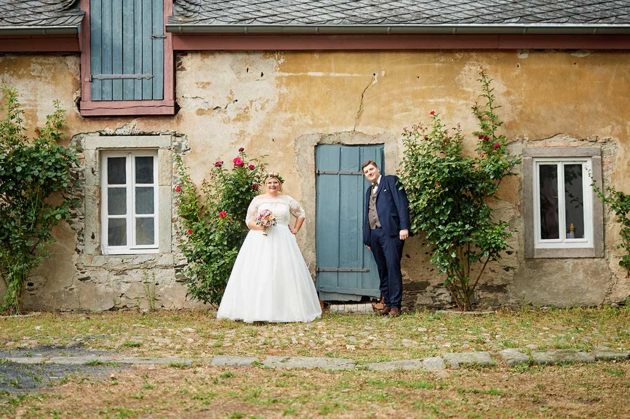 Brautpaar in Abtei Rommersdorf– Hochzeitsfoto Neuwied