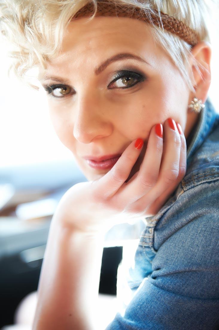 Portraitfotos – Beautyshot Anita im Gegenlicht