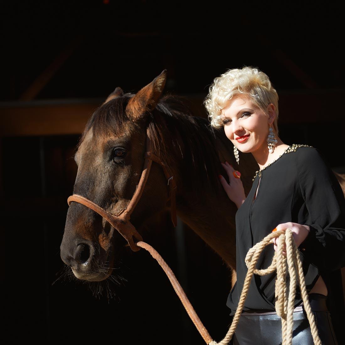 Portraitfotos – Beautyshot Anita mit Pferd