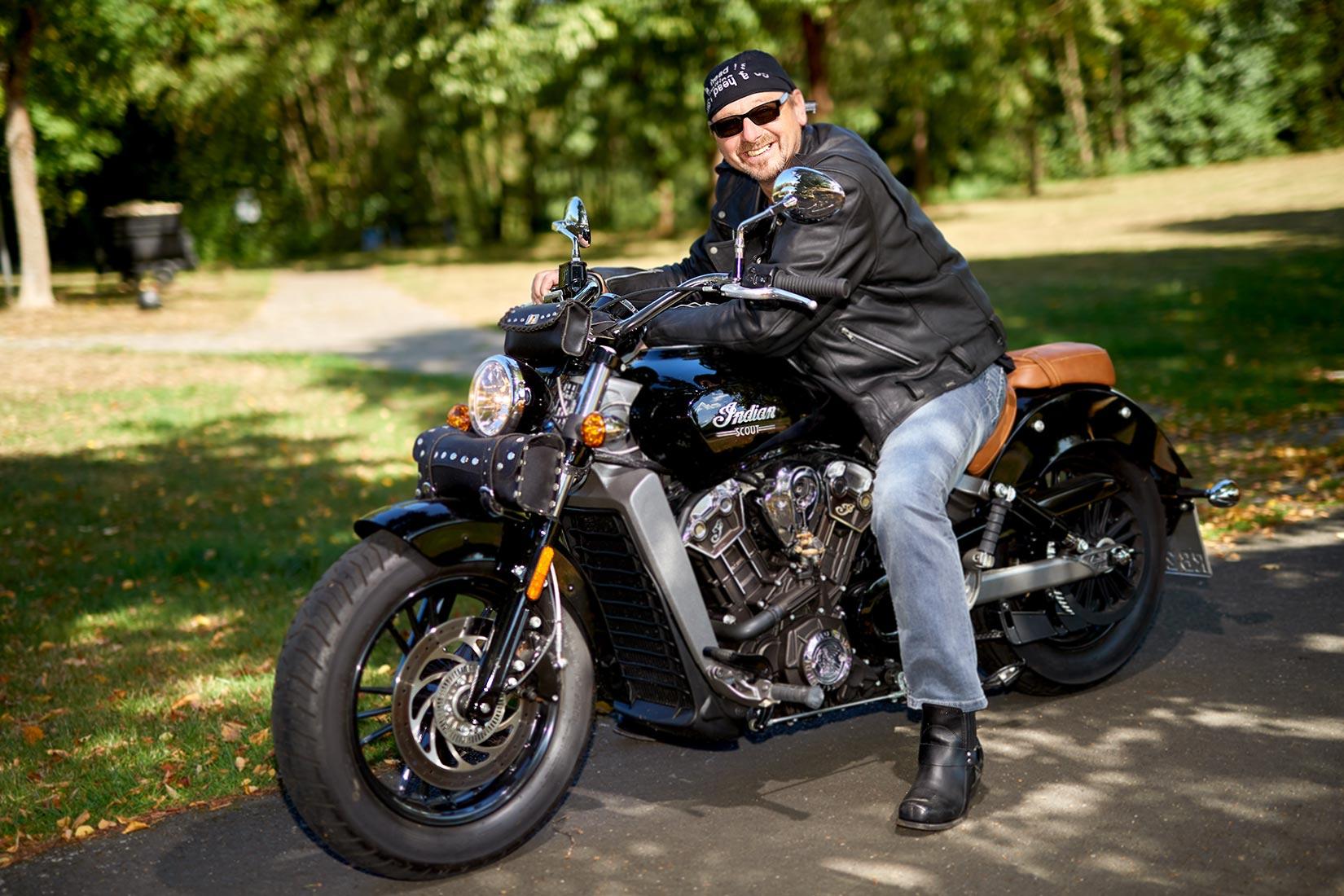 Portraitfoto - Mann auf Harley, outdoor