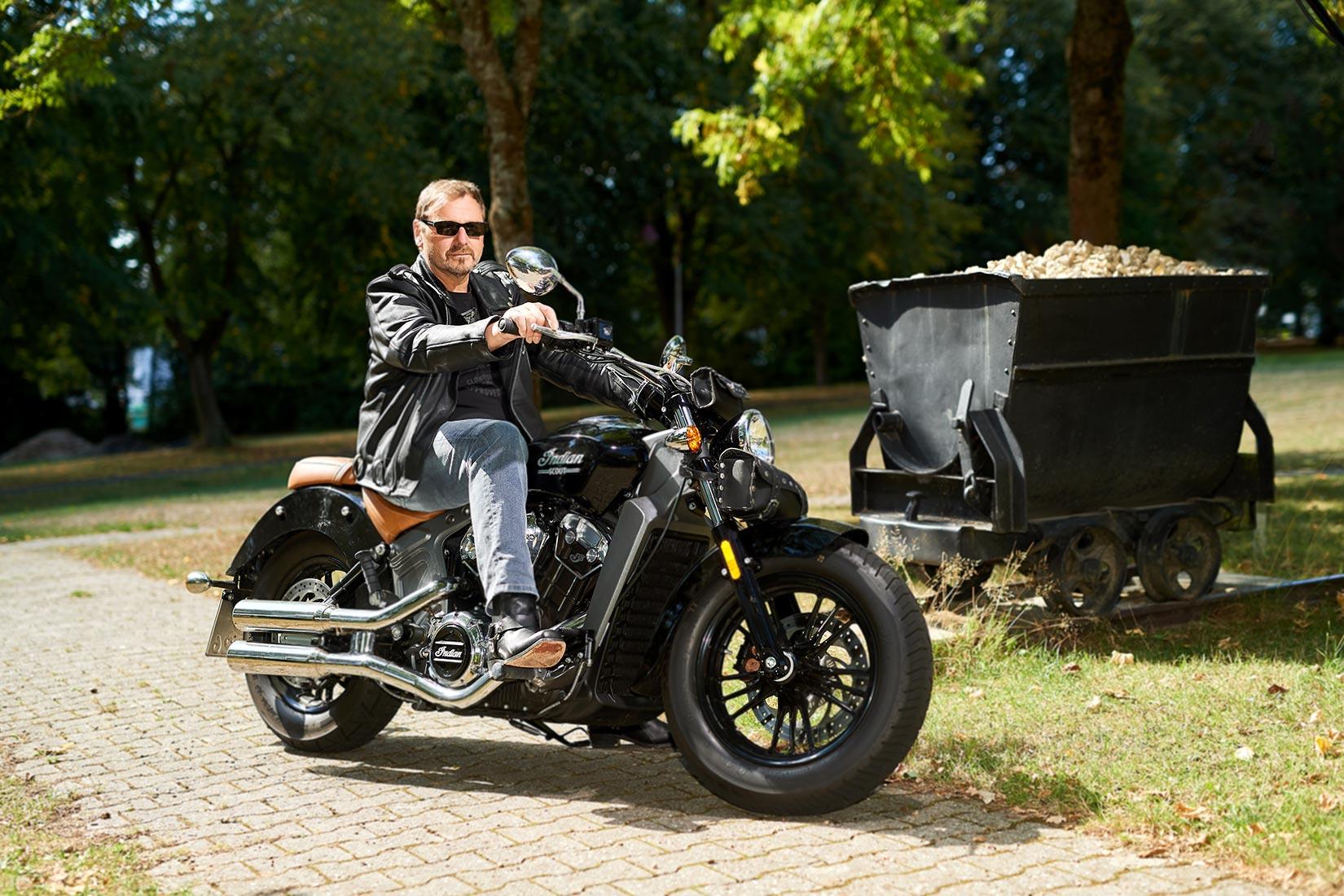 Portraitfoto - Mann auf Harley in Ruppach