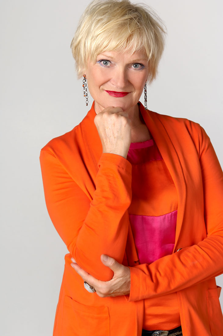 Portraitfotos – Frau in orange, Halbformat
